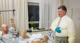 "Poroshenko visited wounded Ukrainian soldiers in Berlin hospital: ""I am very proud of heroes like you"". PHOTOS+VIDEO"