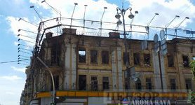 Century old building burned down on Khreshchatyk Street in Kyiv. PHOTOS