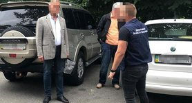 Two officials caught red-handed receiving $1.5 mln bribe. PHOTOS