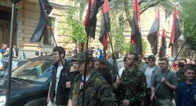"Members of Right Sector arrived at Presidential Administration building: ""This rally is a warning. No one is going to crush or break something"". PHOTOS"