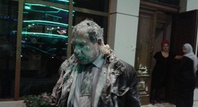 Human rights activist attacked in Grozny while waiting for Ukrainians who came to attend mock trial of political prisoners Karpiuk and Klykh. PHOTOS