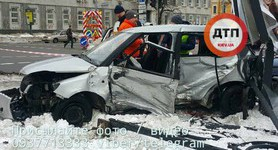 One person died, two injured as two cars crash in Kyiv downtown. PHOTOS